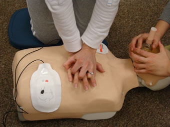 aed-device-cpr-training-2